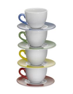 4 כוסות קפה אחת על גבי השניה